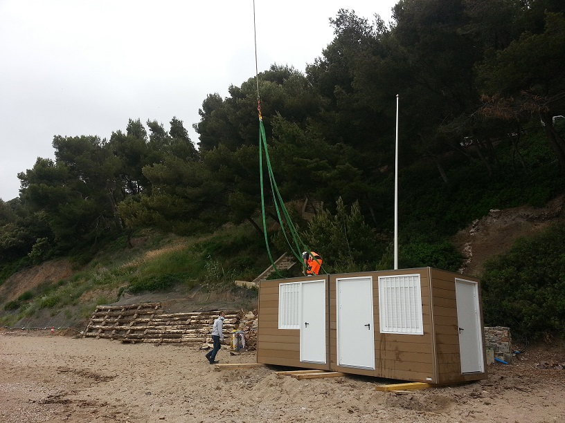 Poste-secours-plage-modulaire.jpg