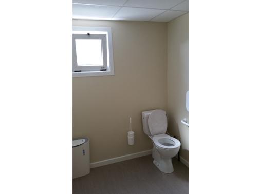 batiment-modulaire-aeroport-marseille-interieur-toilette.jpg