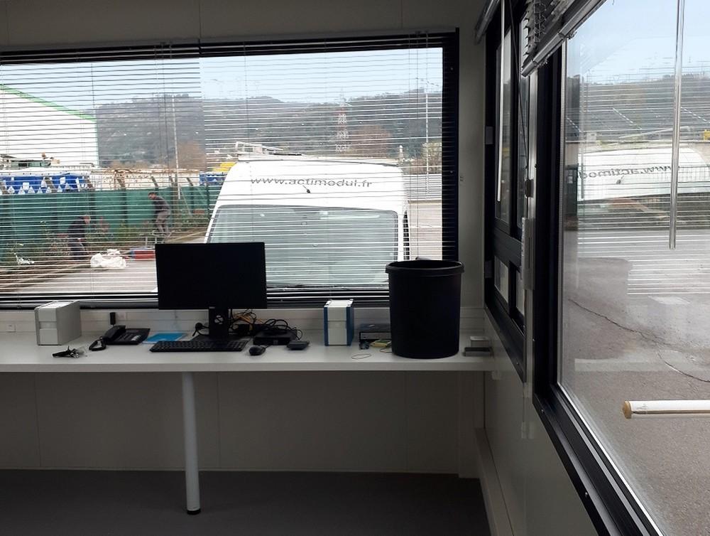interieur-cabine-de-surveillance.jpg