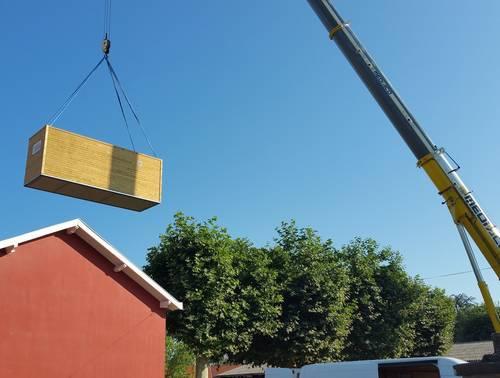 installation-batiment-modulaire-grue.jpg
