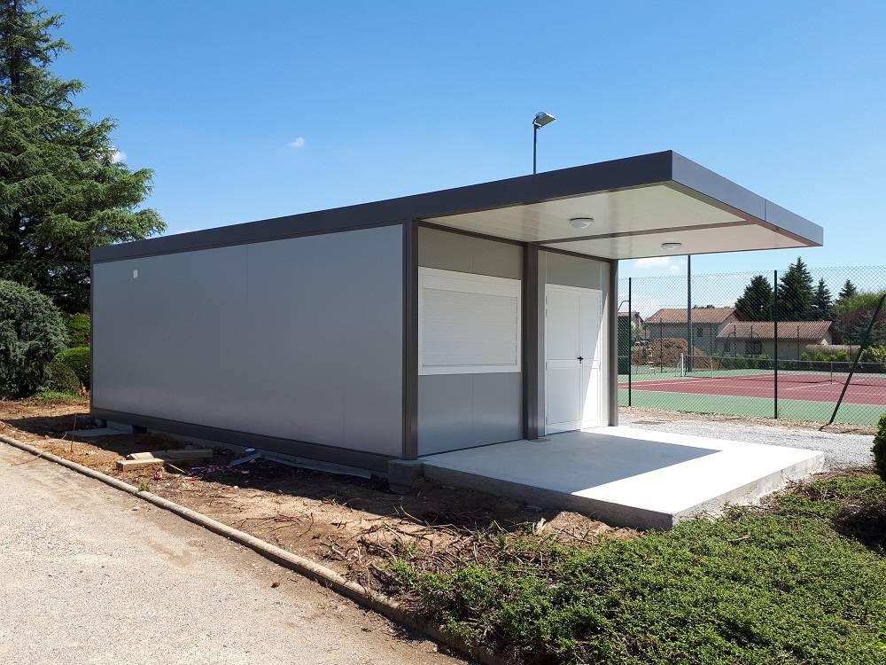 Local-prefabrique-pour-le-tennis-club-de-Serpaize