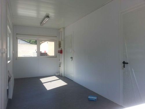 Local gardien modulaire pour une d ch terie for Bureau local