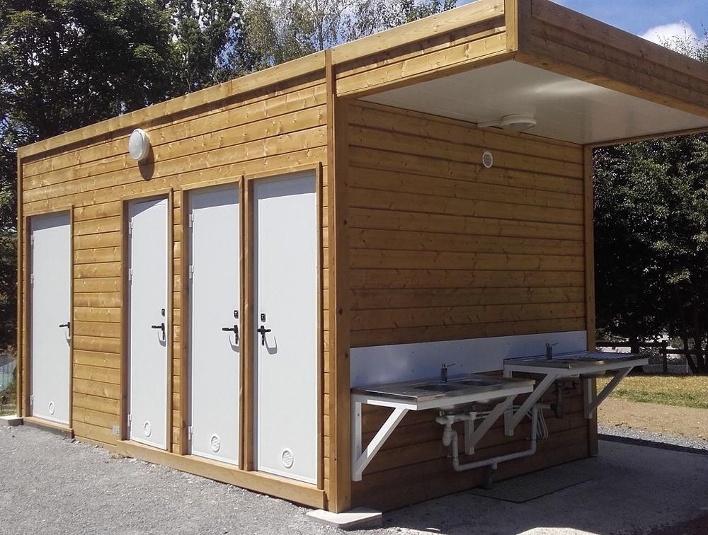 Bungalow sanitaires pour un camping municipal dans la Loire