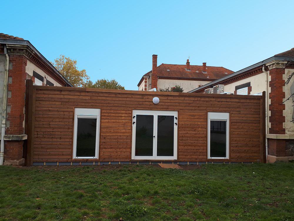 Extension de bâtiment avec des modules préfabriqués pour une école maternelle à Roanne