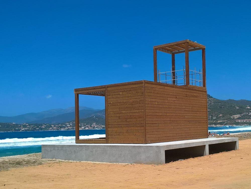 Poste de secours pour la surveillance d'une plage en Corse