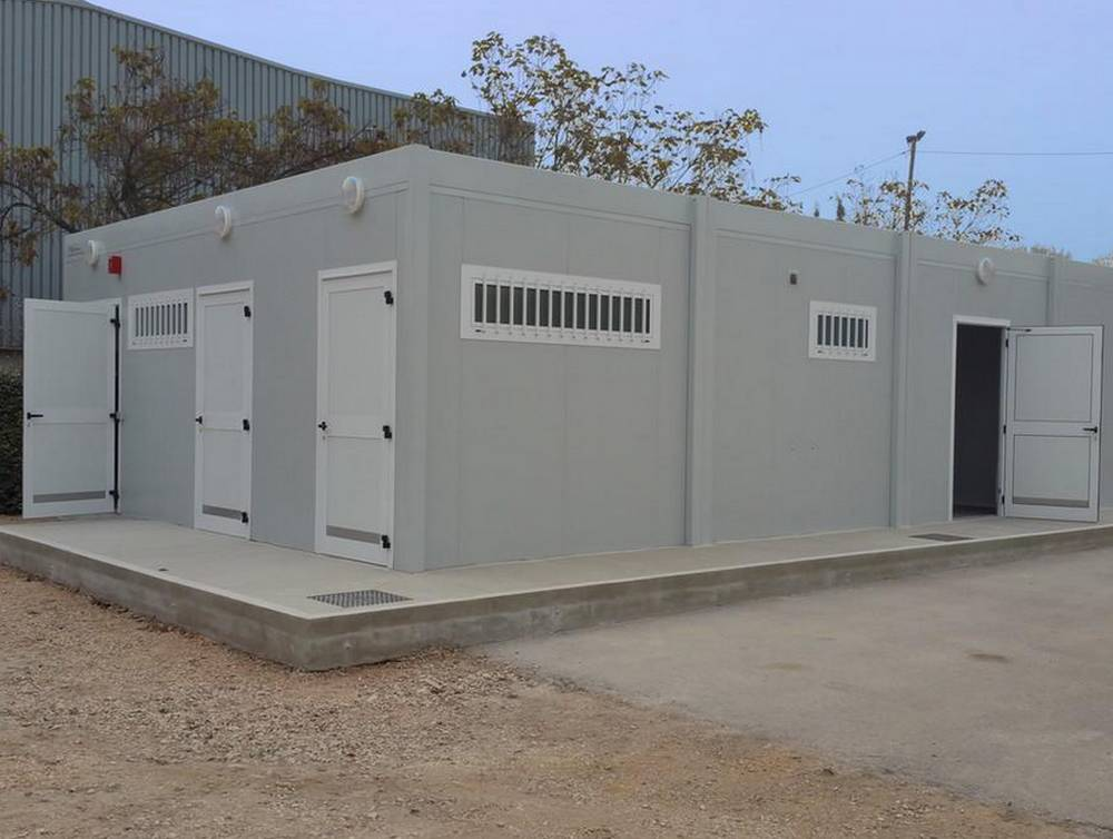 Vestiaire collectif modulaire installé à L'Isle-sur-la-Sorgue
