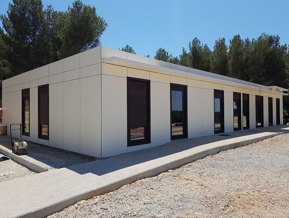 Construction d'un bâtiment modulaire pour le centre funéraire de Martigues