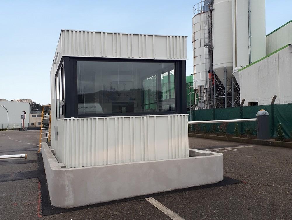 Cabine de surveillance modulaire pour une entreprise dans l'Isère