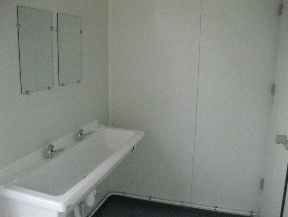 fourniture et installation de toilettes modulaires pour un centre de loisirs martigues. Black Bedroom Furniture Sets. Home Design Ideas
