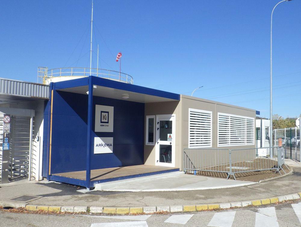 Remplacement d'un poste de garde en modulaire pour la surveillance du site industriel de Balan